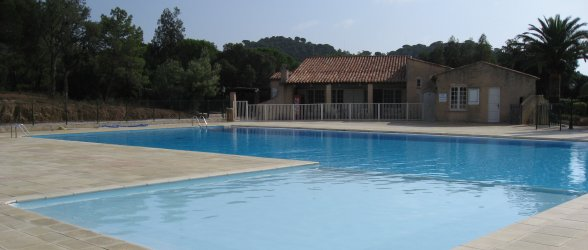 Outdoor swimming pool, a few minutes walk away from Résidence Les Marronniers - Click to enlarge.