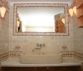 En suite bathroom, belonging to the master bedroom on the ground floor - Click to enlarge.